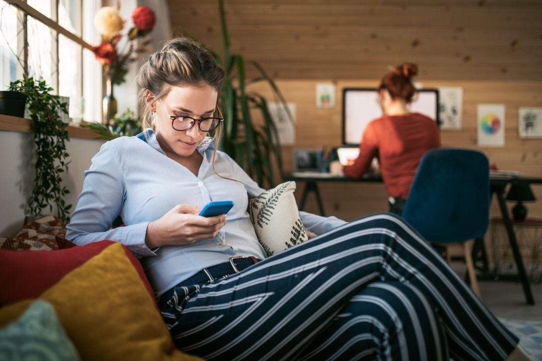 kobiety grają w gry mobilne